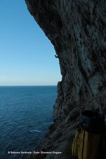 Video della scalata del ponte Ciolo   Spiagge del Salento   Scoop.it