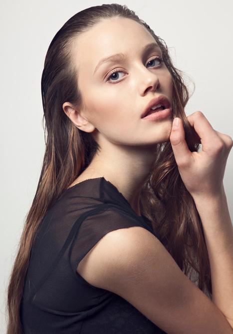 « Karen is ready to shoot to thrill! » | via models.com | rakarekodamadama | Scoop.it