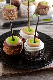 Ultimate Caramel Apples - A Favorite Fall Treat | food | Scoop.it