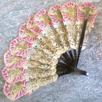 Antique Art Nouveau Gilt & Horn Fan Peacock Feathers | Vintage Passion | Scoop.it
