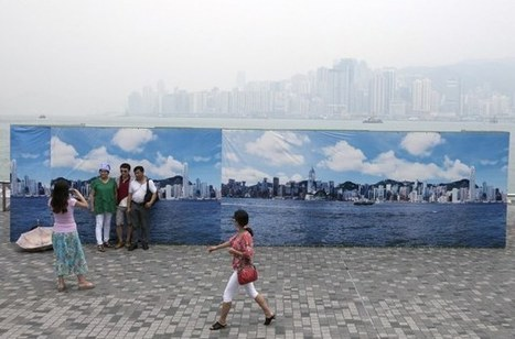 Hong Kong's Fake Skyline Banners Allow Tourists to Get Good Shots on Hazy Days   xposing world of Photography & Design   Scoop.it