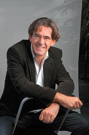 Chair et Métal - L'Humanité augmentée - Luc Ferry: «Seule une prise de conscience mondiale pourra réguler les progrès de la technomédecine.» | L'Hebdo