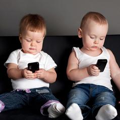 ¿Nacerán los bebés 2.0 con un smartphone bajo el brazo? El 38% de los menores de 2 años ya lo usa | Personas y redes | Scoop.it