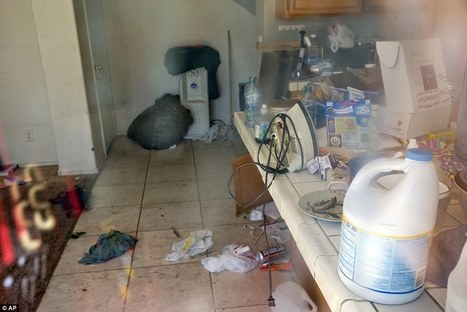 Inside empty Las Vegas homes invaded by squatters | Modern Ruins, Decay and Urban Exploration | Scoop.it