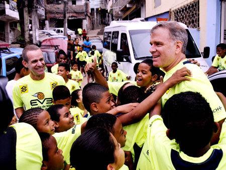 Projeto social de Bernardinho leva vôlei a favelas do RJ | Volei | Scoop.it