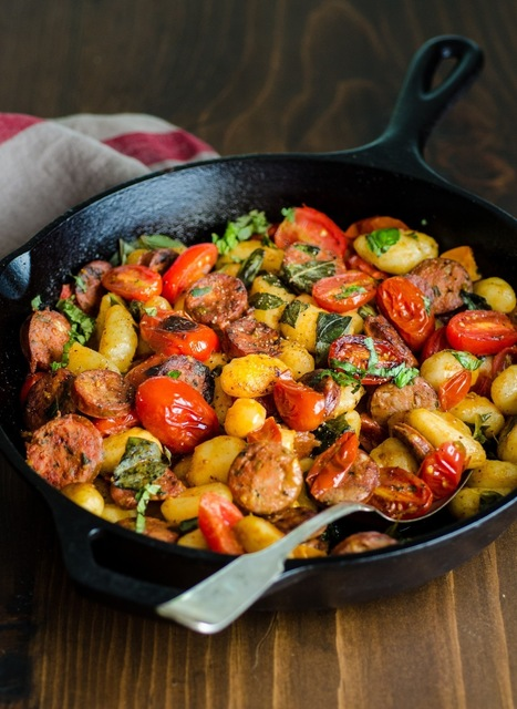 21 Things to Cook in a Cast Iron Skillet on the Grill (or Over the Fire) — Recipes from The Kitchn | ♨ Family & Food ♨ | Scoop.it