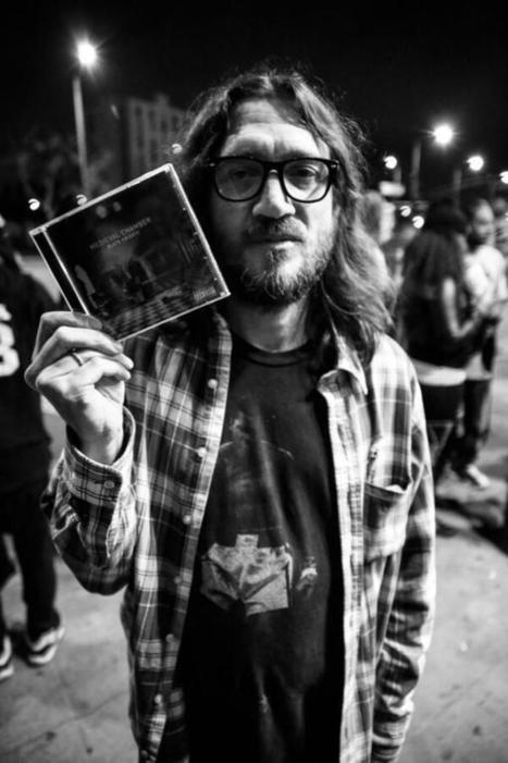 Twitter / imnotamusician: LOOK! it's John Frusciante ... | Musicos extraviados | Scoop.it