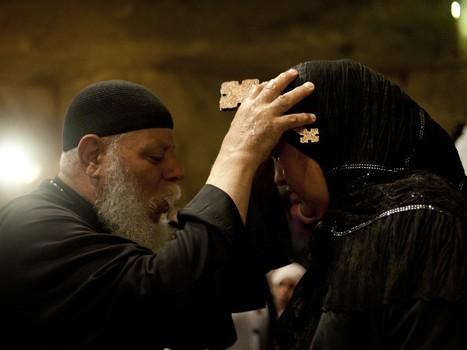 En Egypte, séance d'exorcisme de musulmans par un prêtre copte | Égypt-actus | Scoop.it