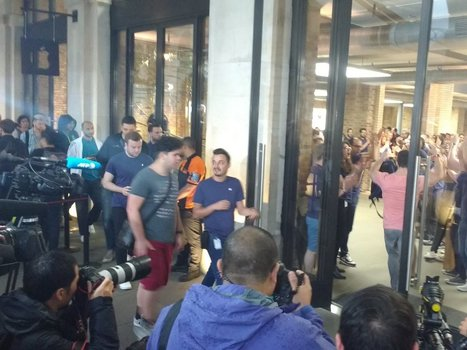 PHOTOS: Eager Apple customers queue as the iPhone 7 goes on sale around the world today | Mobile - Mobile Marketing | Scoop.it