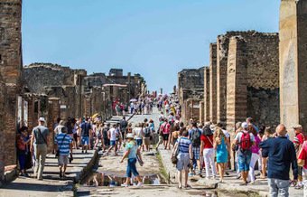 The Archaeology News Network: Tourists in their millions are 'wearing out Pompeii' | Histoire et Archéologie | Scoop.it