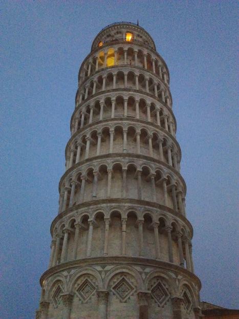bookalibre: San Valentino, una torre di libri | bookalibre | Scoop.it