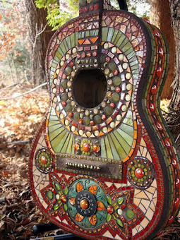 A mosaic guitar becomes art in the garden | Gardening Life | Scoop.it