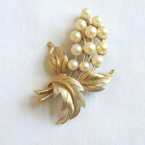 Vintage Crown TRIFARI signed Faux Pearl Flower & Leaf Brooch or Pin   Favorite Vintage Jewelry   Scoop.it