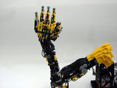 Toybotics: Incredible Robot Arm Made Entirely of LEGOs ! ~ . . : : TackDen : : . .   The Robot Times   Scoop.it