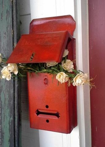 Billie's pops of red in the garden | Upcycled Garden Style | Scoop.it