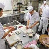 Wanna-be sushi chefs hope to make the cut at rigorous Tokyo boot camp | Dreaming of Sushi | Scoop.it
