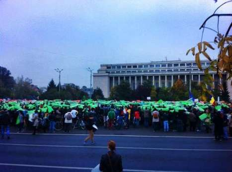 New anti-gold mine protest downtown Bucharest brings thousands to red-green leaf logo flash mob | Save Rosia Montana | Scoop.it