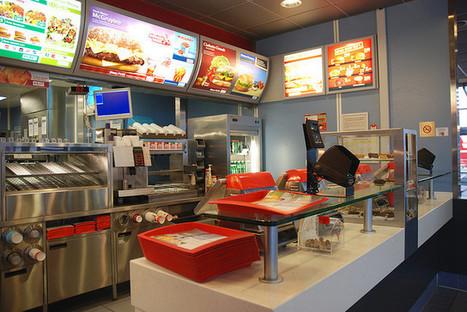 McDo : Ils se marient chez McDonald's et offrent des hamburgers aux invités | fidelité - infidelité | Scoop.it