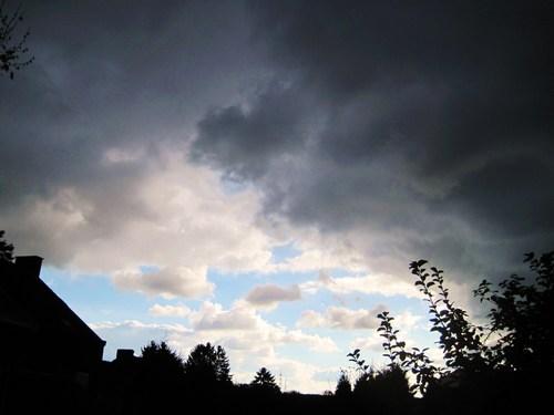 Hier matin, René Magritte a mis le ciel en couleurs...