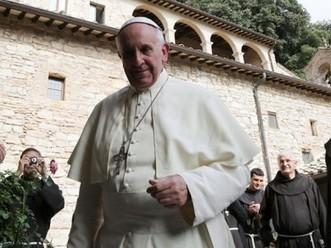 El Papa recibió a un cura jesuita detenido durante la última dictadura - El Diario 24 | El Papa jesuita | Scoop.it