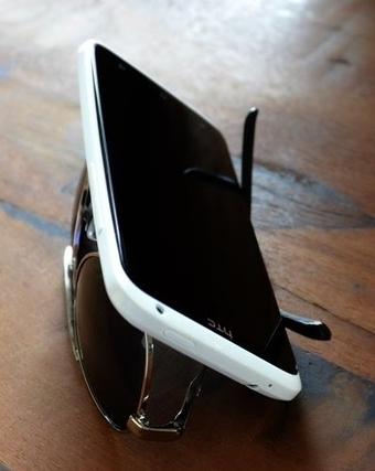 Tip pro: ¿Necesitas un soporte improvisado para ver algo en tu smartphone? Usa tus gafas! | I didn't know it was impossible.. and I did it :-) - No sabia que era imposible.. y lo hice :-) | Scoop.it