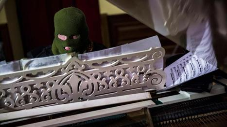 Masked maestro makes piano weapon of choice on Kiev streets - Irish Times | jacques bouniard | Scoop.it