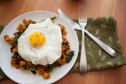Sweet Potato and Kale Hash with a Fried Egg | The Man With The Golden Tongs Goes All Out On Health | Scoop.it