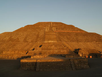 Pyramids represent Prehispanic foundational myth | Awesome Visuals | Scoop.it