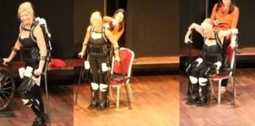 Exosquelette : elle quitte son fauteuil roulant et marche après 21 ans de paralysie (vidéo) | HANDIMOBILITY | Enfance et handicap | Scoop.it