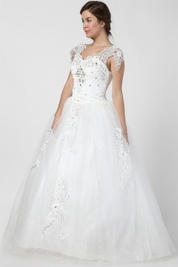 Sweet Heart V-Neck Ball Gown | Wedding Accessories | Scoop.it