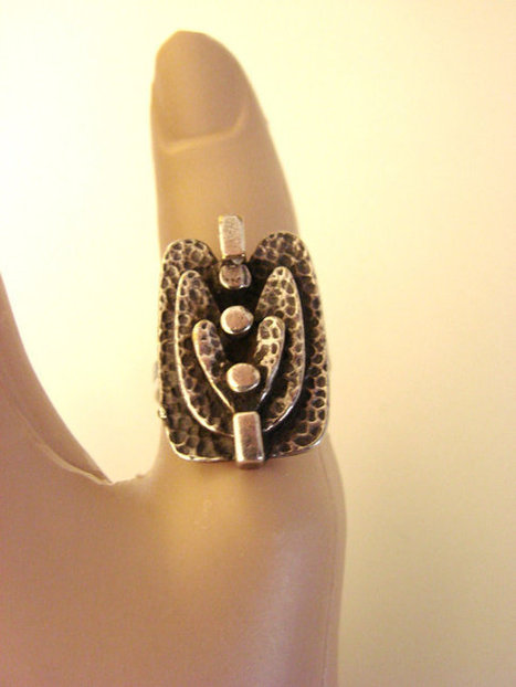 Large Vintage Modernist Hand Wrought Hammered Silver Ring | Jewelry | Scoop.it