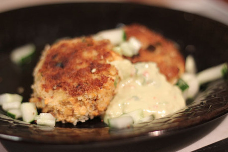 Copper River Salmon Cakes with Spicy Avocado Sauce | Yummie Food | Scoop.it