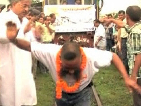 Indian man pulls 41-ton train with hair | Strange days indeed... | Scoop.it