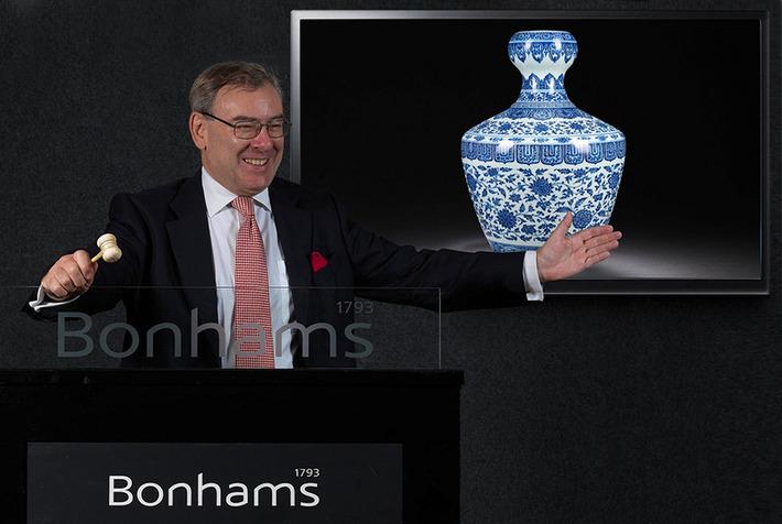 A rare and important Yongzheng vase fetches HK$ 76,280,000 at Bonhams Hong Kong | Art Daily | Asie | Scoop.it