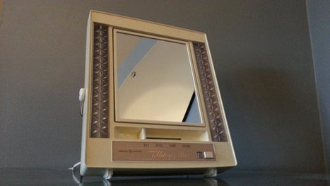 Retro 1970s General Electric Lighted Make-Up Mirror | AtomicVault.etsy.com | Scoop.it