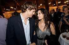 Breaking News: Ashton Kutcher 'Cheats' on Demi Moore with Sara Leal (The Dirty) | Weird News and Celebrity Gossip by Tom Rose | Scoop.it