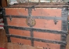 Steamer Trunks: Guardians of Keepsakes, Souvenirs and Mementos | Antiques & Vintage Collectibles | Scoop.it