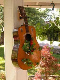 Guitar is a hanging basket | Upcycled Garden Style | Scoop.it