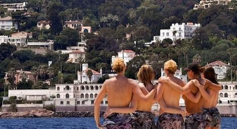 Pour empêcher le Roi d'Arabie de se poser en hélico à Golfe Juan, les vacancières protestent avec les seins nus   Think outside the Box   Scoop.it