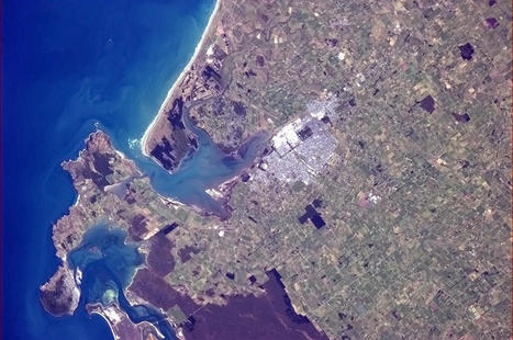 Twitter / Cmdr_Hadfield: Invercargill in Autumn in the ... | Interwebby goodness | Scoop.it