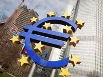 Debt crisis shrinks international use of euro - The Economic Times | money money money | Scoop.it