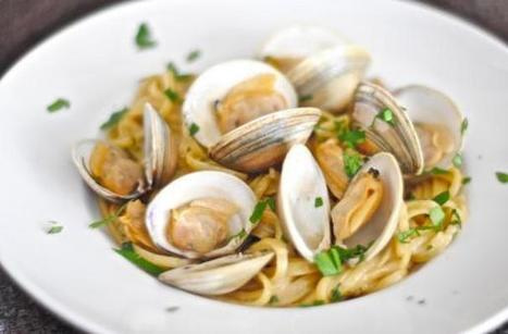 Comforting Dinner: Linguine and Clams In Garlic White Wine Sauce | FOOD NETWORK | Scoop.it