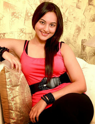 Sonakshi sinha bra-breast size and latest hot-sex photos - world of celebrity | celebrity world | Scoop.it