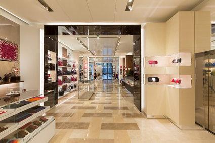 Longchamp ouvre son flagship des Champs-Elysées | Best omnichannel experiences & store-digitalisation | Scoop.it