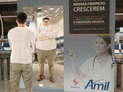 Ação contra obesidade infantil instala espelho que 'engorda' em aeroporto | Dissertação | Scoop.it