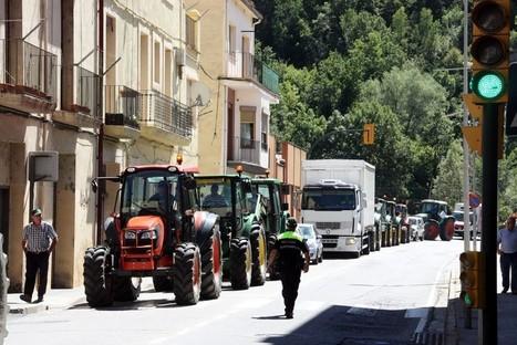Tractorada dels ramaders de Ripoll contra les retallades en les ajudes a la producció ecològica | #territori | Scoop.it