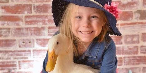 A girl and her duck | INTRODUCTION TO THE SOCIAL SCIENCES DIGITAL TEXTBOOK(PSYCHOLOGY-ECONOMICS-SOCIOLOGY):MIKE BUSARELLO | Scoop.it
