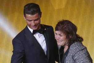 Insolite : La mère de Cristiano Ronaldo arrêtée à l'aéroport | Compagnie aérienne - Partenaire - Aéroport | Scoop.it
