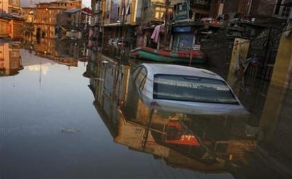 Dirty water raising health risk in flooded Kashmir | Sustain Our Earth | Scoop.it