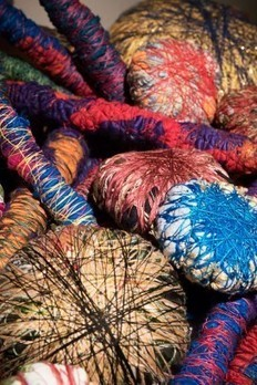 Sheila Hicks - Why Not • Museumtijdschrift   TextielMuseum   Scoop.it
